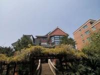 独栋别墅占地200平,包围式2000平大花园!位于乐清至柳市104国道,年租9万
