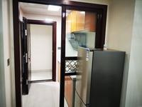 出租展景湾高层边套,精装两室一厅年租3.2万