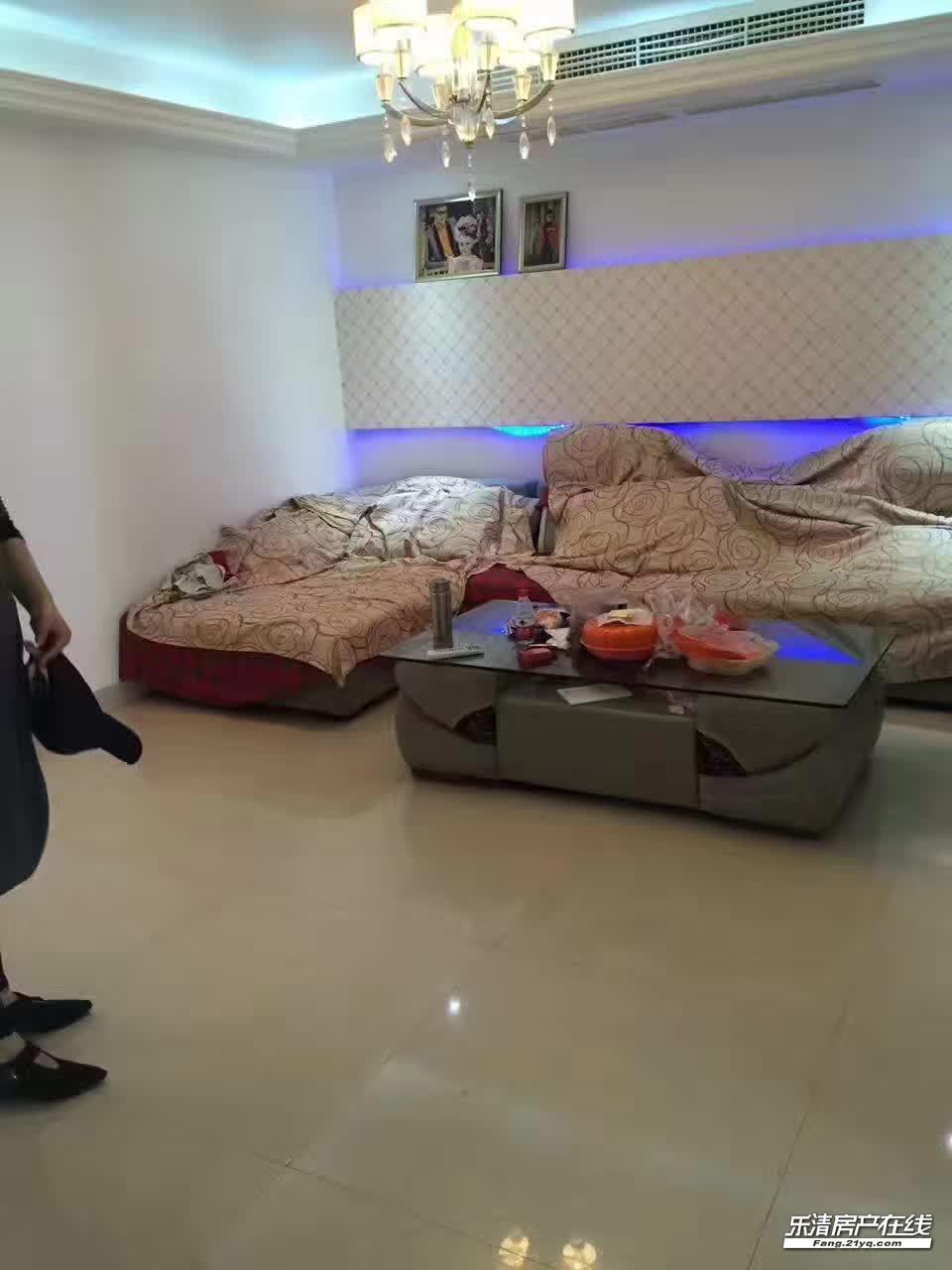 丹霞小区商品房95平方现代装修3室1厅1卫家电齐全出租