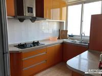 出租市场稀缺四室两厅两卫,年租6万6。