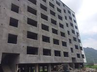 实验中学边 乐新小区内 140平 73万 6楼 边套 有电梯 车库8平