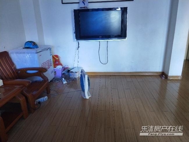出售 金雁公寓 八小 清爽装修 免物业费 人本超市附近 绝佳位置