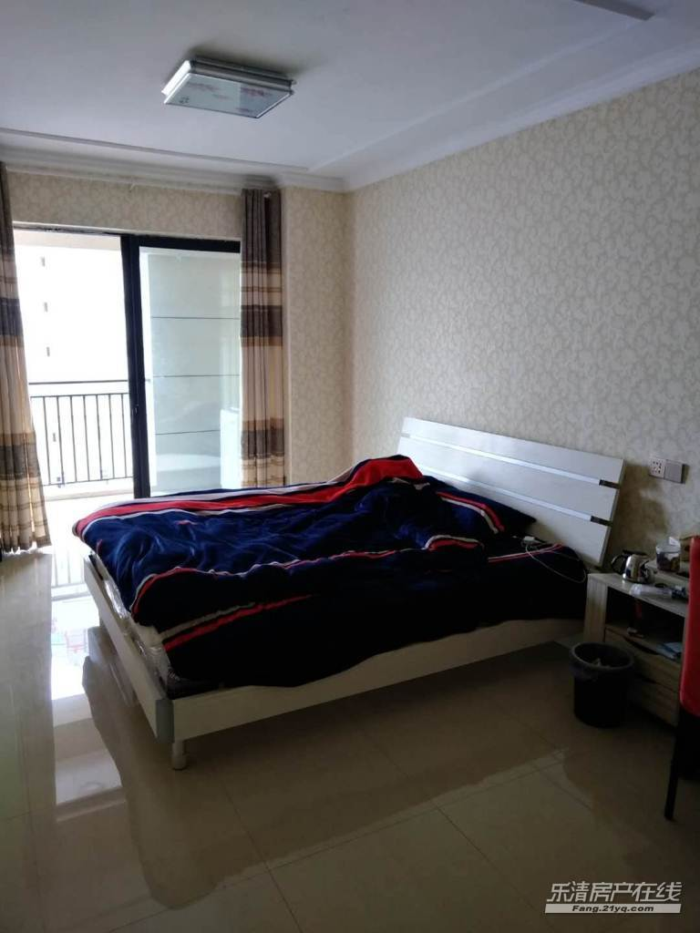 出租 华城国际 3室2厅2卫 简装套房 清清爽爽 年租4.5万包物业