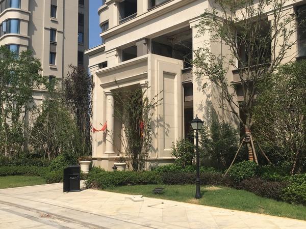 新湖海德公园89平3室2厅1卫直视清河公园 精装修 送全套家具家电