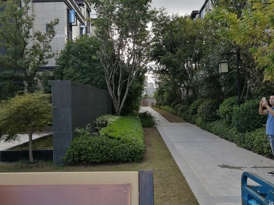 中梁三期叠墅一跃二,前后花园,送地下室,送车位,实用面积300多平可按揭