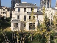 出售海德公园联排别墅368平,1350万边套三面大花园证满2年