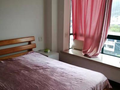宁康西路与长乐路95平方商品房居住或办公,装修可以,年租1.8万
