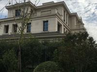 低价出售海德联排别墅368平1280万三面大花园