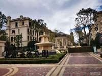 海德公园一跃2带花园实际200多平特价卖370万
