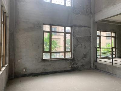 搂王超级大花园!正大城排屋285平实用850带泳池两层地下室