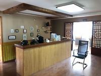 双雁路边,田野中餐厅楼上,180平,办公装修,家具设备齐全。