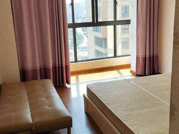 海上明月南区19楼,房东。有房子85平方2室1厅1厨1卫,朝南
