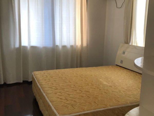 西金小区 3室2厅2卫 3.2万/年